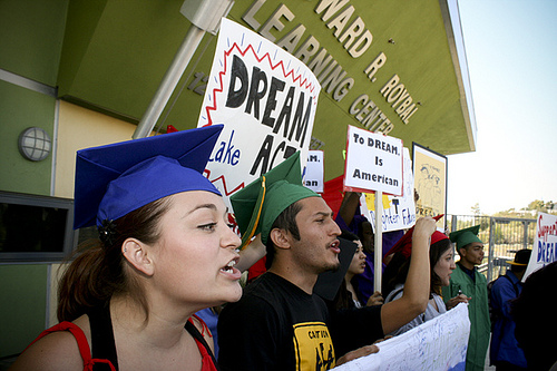 A press conference in favor of the DREAM Act in California. (Photo: Antonio Villaraigosa/flickr)