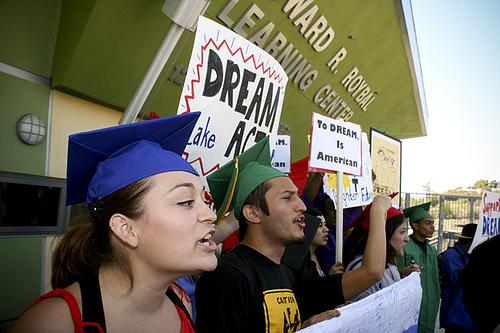 A press conference in favor of the DREAM Act in California. (Photo: Antonio Villaraigosa/flickr)